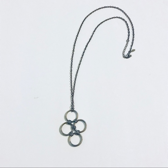 American Eagle Outfitters Jewelry - Long adjoining circles necklace